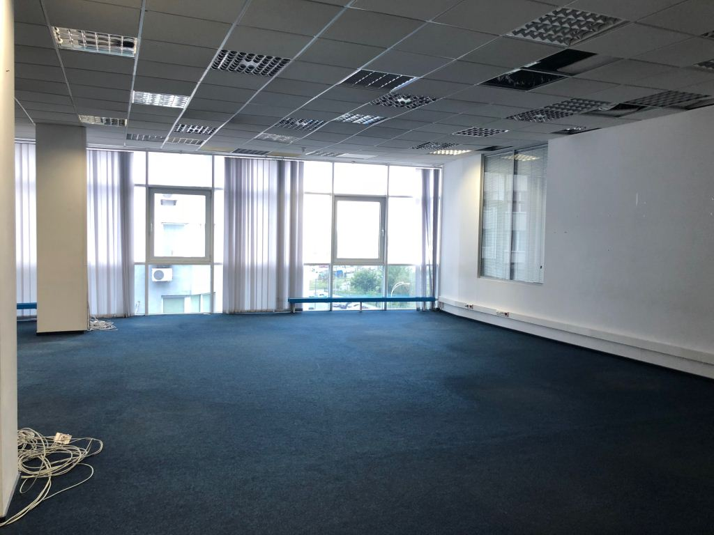 Office space with repair located in the business center PLATINUM (class B) on 3a Grishka st., Darnitskiy district. 300m to Poznyaki subway station.