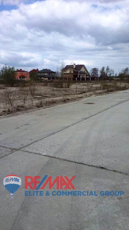Without commission! Plot in the closed cottage town of Kiev, 1000 m2 for the construction of 200 m of the river Desenki.