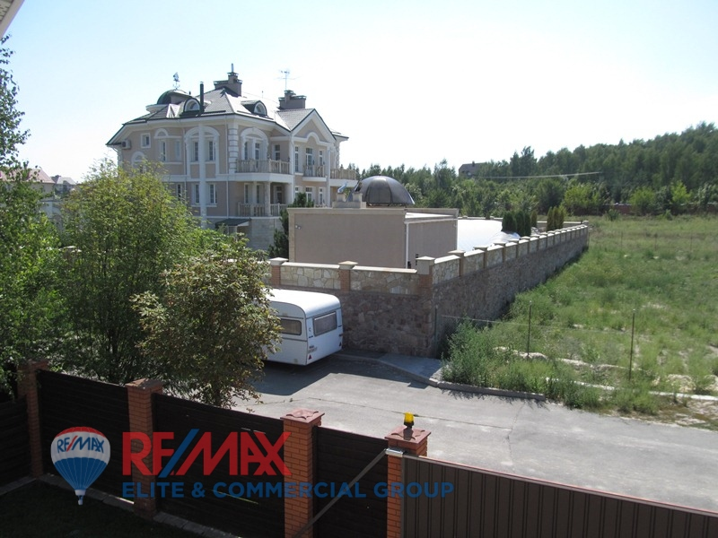 The house 742 sq.m near forest in Ivankovichi village